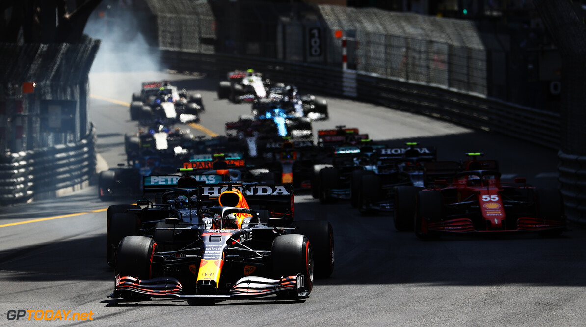 MONTE-CARLO, MONACO - MAY 23: Max Verstappen of the Netherlands driving the (33) Red Bull Racing RB16B Honda leads the field at the start of the race during the F1 Grand Prix of Monaco at Circuit de Monaco on May 23, 2021 in Monte-Carlo, Monaco. (Photo by Bryn Lennon/Getty Images) // Getty Images / Red Bull Content Pool  // SI202105230111 // Usage for editorial use only //  F1 Grand Prix of Monaco     SI202105230111