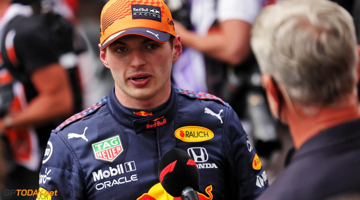 """Max Verstappen verhoogt de druk op zijn titelrivaal: """"Lewis Hamilton moet er meer om vechten"""""""