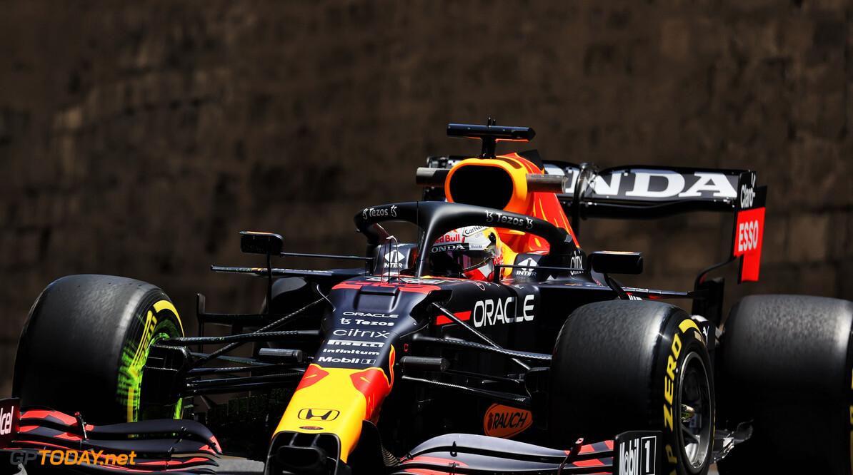 """Max Verstappen in zijn nopjes na dominant Red Bull in Bakoe: """"Wij zien er erg sterk uit"""""""