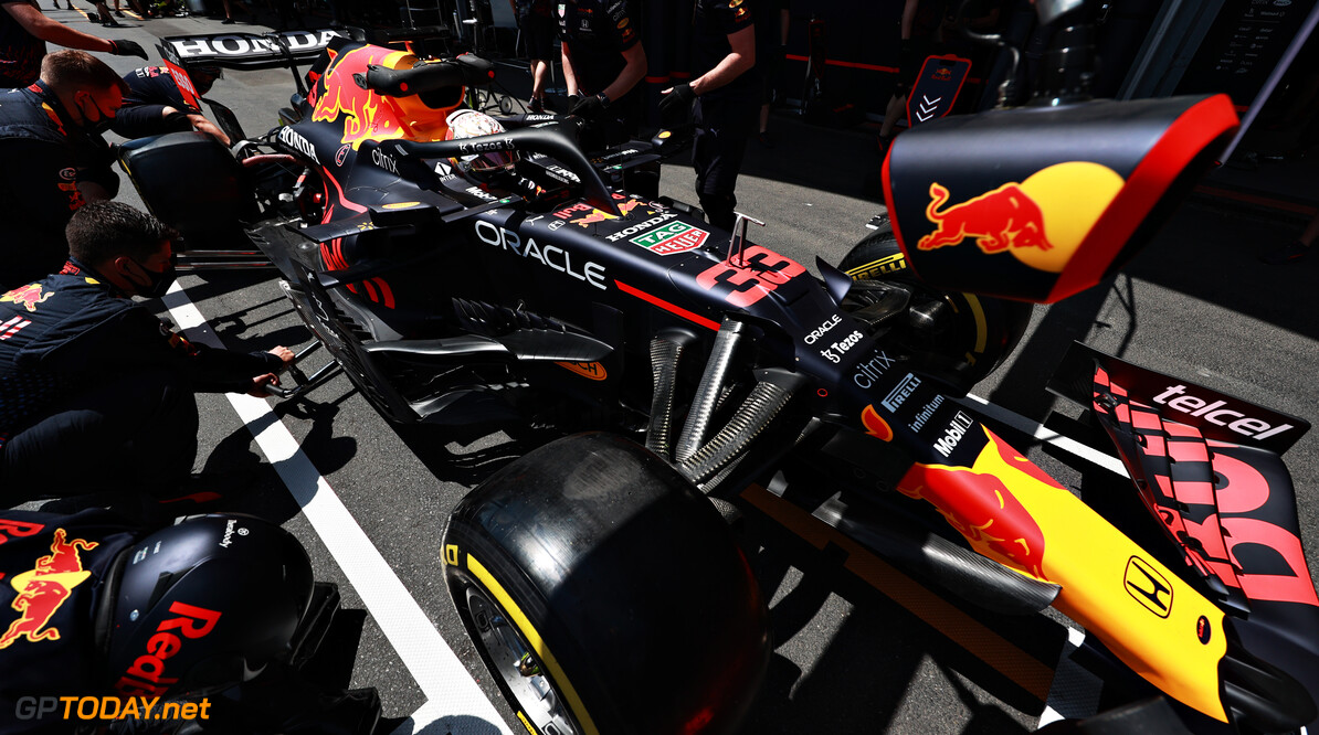 BAKU, AZERBAIJAN - JUNE 04: The Red Bull Racing team practice pitstops during practice ahead of the F1 Grand Prix of Azerbaijan at Baku City Circuit on June 04, 2021 in Baku, Azerbaijan. (Photo by Mark Thompson/Getty Images) // Getty Images / Red Bull Content Pool  // SI202106040272 // Usage for editorial use only //  F1 Grand Prix of Azerbaijan - Practice     SI202106040272