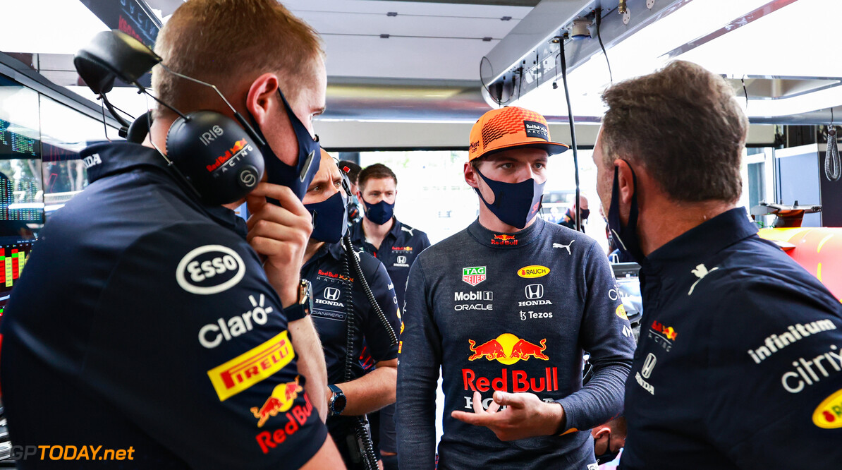 BAKU, AZERBAIJAN - JUNE 04: Max Verstappen of Netherlands and Red Bull Racing talks with Red Bull Racing Team Principal Christian Horner in the garage during practice ahead of the F1 Grand Prix of Azerbaijan at Baku City Circuit on June 04, 2021 in Baku, Azerbaijan. (Photo by Mark Thompson/Getty Images) // Getty Images / Red Bull Content Pool  // SI202106040219 // Usage for editorial use only //  F1 Grand Prix of Azerbaijan - Practice     SI202106040219