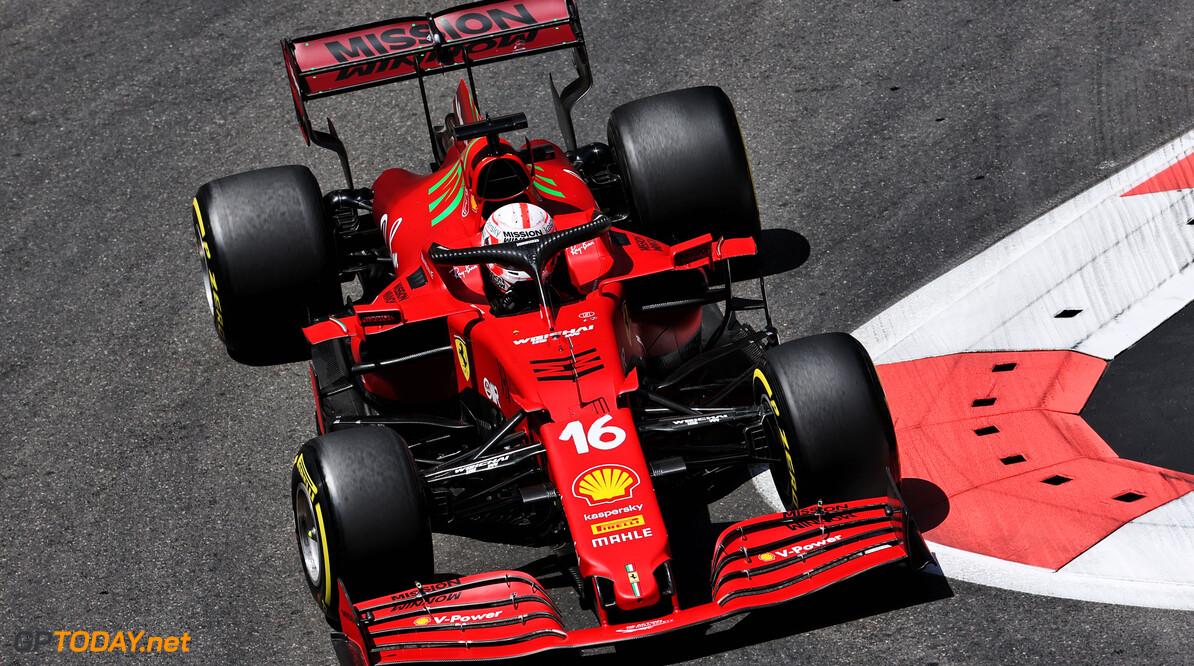"Charles Leclerc pakt pole position na afgevlagde kwalificatie vanwege crashes: ""Het was een shit-rondje"""