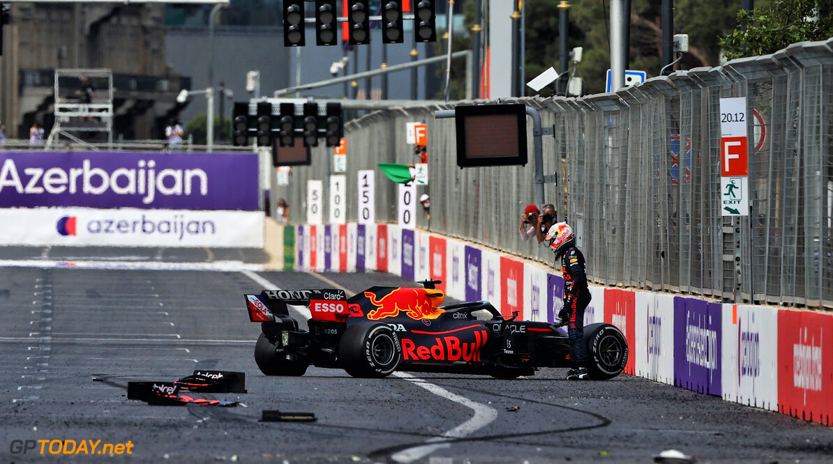 """Verstappen cynisch over gesprek met Pirelli: """"Ze zullen wel weer zeggen dat er brokstukken lagen"""""""