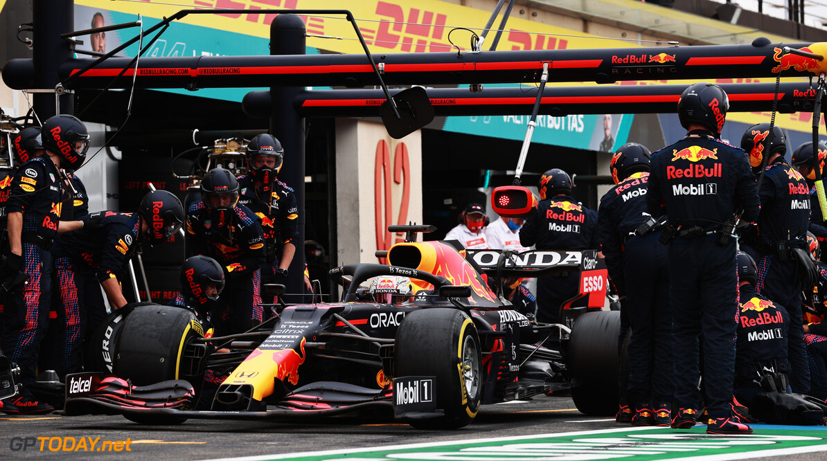 LE CASTELLET, FRANCE - JUNE 20: Max Verstappen of the Netherlands driving the (33) Red Bull Racing RB16B Honda makes a pitstop during the F1 Grand Prix of France at Circuit Paul Ricard on June 20, 2021 in Le Castellet, France. (Photo by Mark Thompson/Getty Images) // Getty Images / Red Bull Content Pool  // SI202106200396 // Usage for editorial use only //  F1 Grand Prix of France     SI202106200396