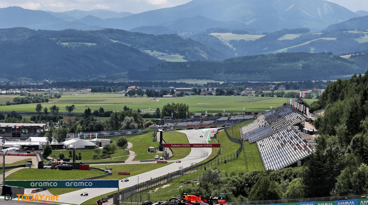 """Max Verstappen lacht om waarschuwing van de FIA: """"Volgende keer draai ik een donut"""""""