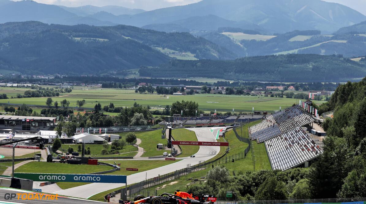"""Max Verstappen snelste op vrijdag in Oostenrijk: """"Lewis Hamilton was sneller"""""""
