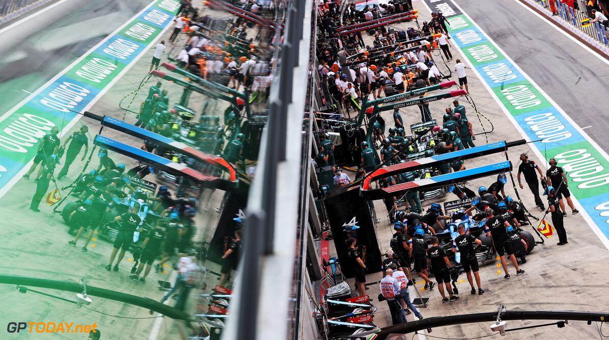 <b>Video: </b>Één coureur uitgevallen, drie met schade en goede start Verstappen na eerste ronde GP Stiermarken