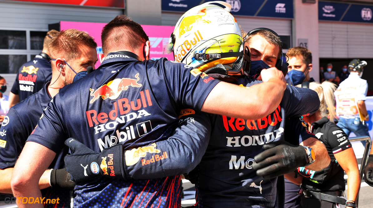 "Helmut Marko waarschuwt Mercedes: ""Max Verstappen zal nóg harder toeslaan komend weekend"""