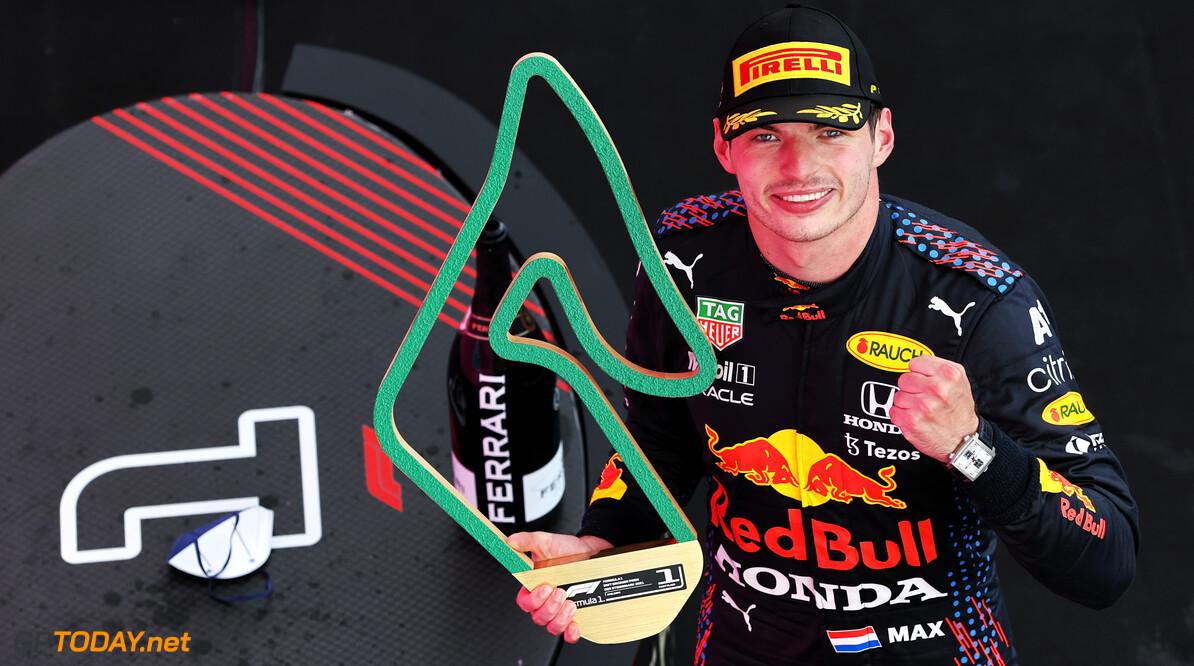 <b> SAMENVATTING F1 Grand Prix van Oostenrijk: </b> Verstappen wint met overmacht voor Bottas en Norris