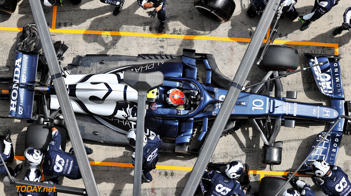 """Pierre Gasly twijfelt over toekomst bij Red Bull: """"Diverse teams tonen interesse"""""""
