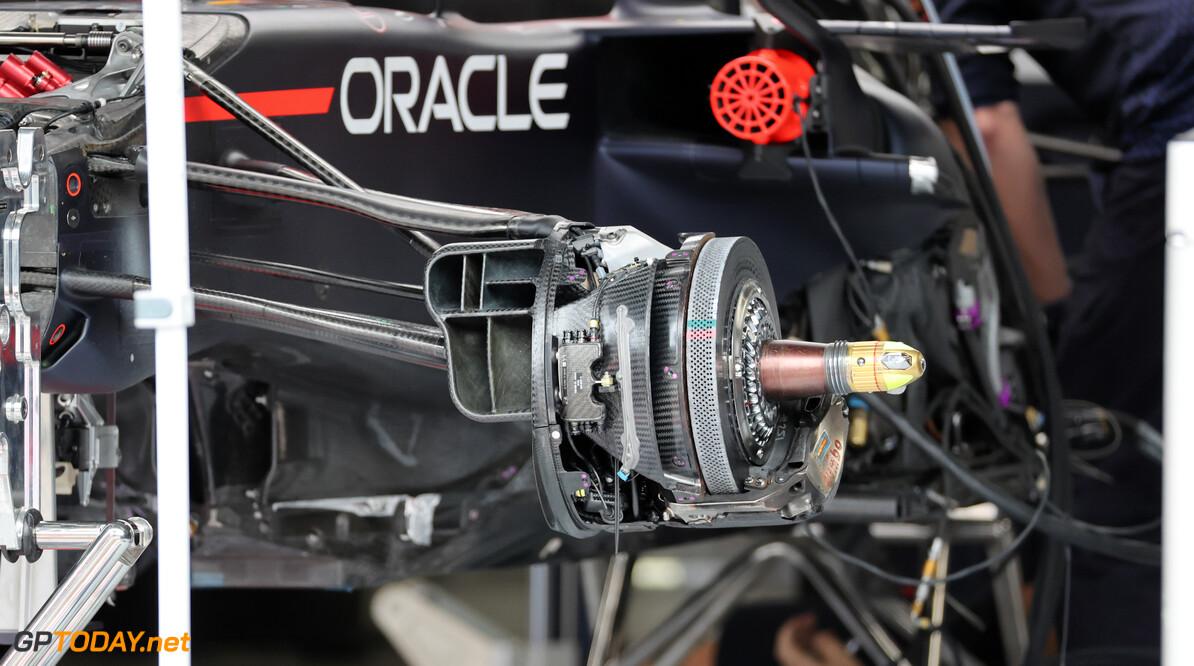 """Hamilton slingert gerucht over Red Bull de wereld in: """"Ze moeten een party-mode knop hebben"""""""
