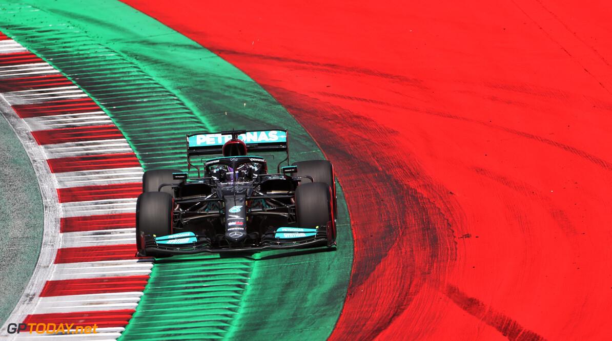 """Lewis Hamilton erkent: """"Wij zitten ver  van niveau van Max Verstappen"""""""