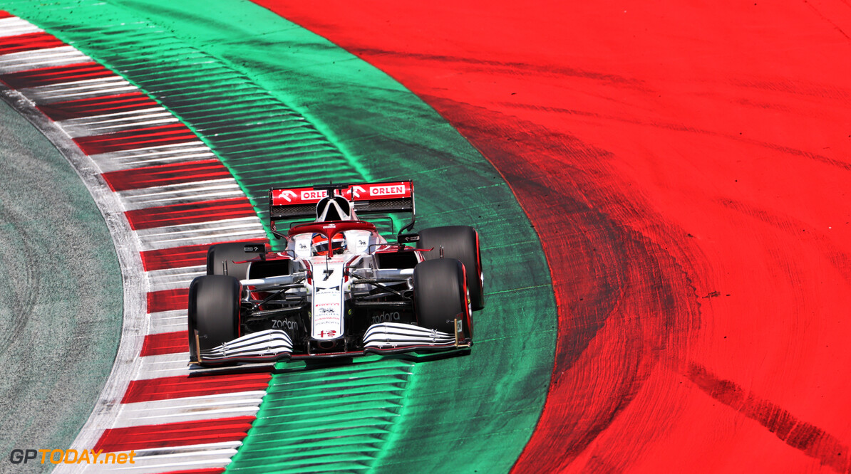 FIA straft Raikkonen voor crash met Vettel in laatste ronde