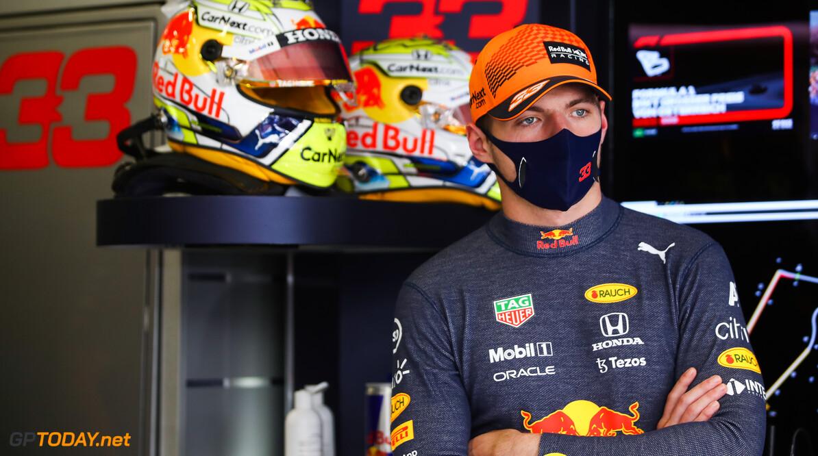 """Max Verstappen rijdt dit jaar rond met een grote glimlach: """"Als je een goede auto hebt, is het genieten"""""""