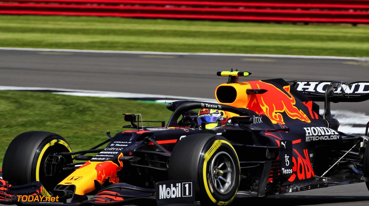 <b>Video: </b>Sergio Perez spint en valt terug naar P19