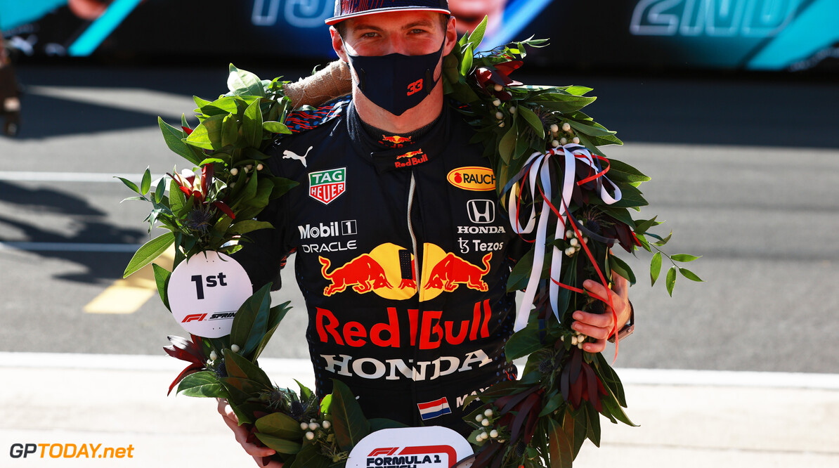 NORTHAMPTON, ENGLAND - JULY 17: Winner Max Verstappen of Netherlands and Red Bull Racing celebrates in parc ferme during the Sprint for the F1 Grand Prix of Great Britain at Silverstone on July 17, 2021 in Northampton, England. (Photo by Mark Thompson/Getty Images) // Getty Images / Red Bull Content Pool  // SI202107170308 // Usage for editorial use only //  F1 Grand Prix of Great Britain - Sprint     SI202107170308