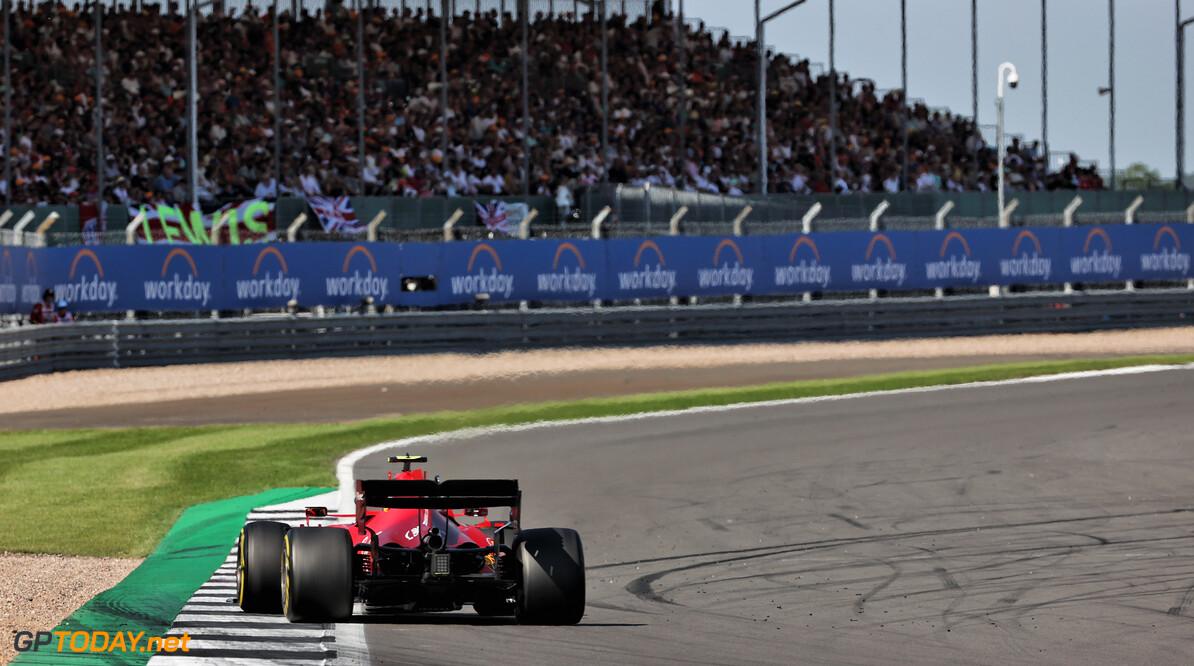 Carlos Sainz tempert verwachtingen rondom Ferrari