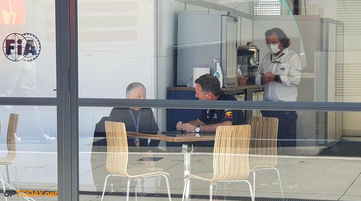 """Horner klaagt over lage straffen FIA: """"Bottas heeft niet echt een straf gekregen voor Spa"""""""