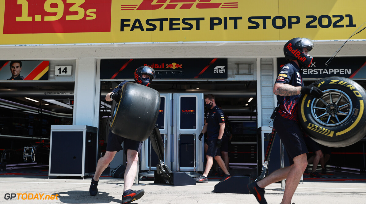 BUDAPEST, HUNGARY - JULY 31: The Red Bull Racing team practice pitstops before final practice ahead of the F1 Grand Prix of Hungary at Hungaroring on July 31, 2021 in Budapest, Hungary. (Photo by Mark Thompson/Getty Images) // Getty Images / Red Bull Content Pool  // SI202107310153 // Usage for editorial use only //  F1 Grand Prix of Hungary - Final Practice     SI202107310153