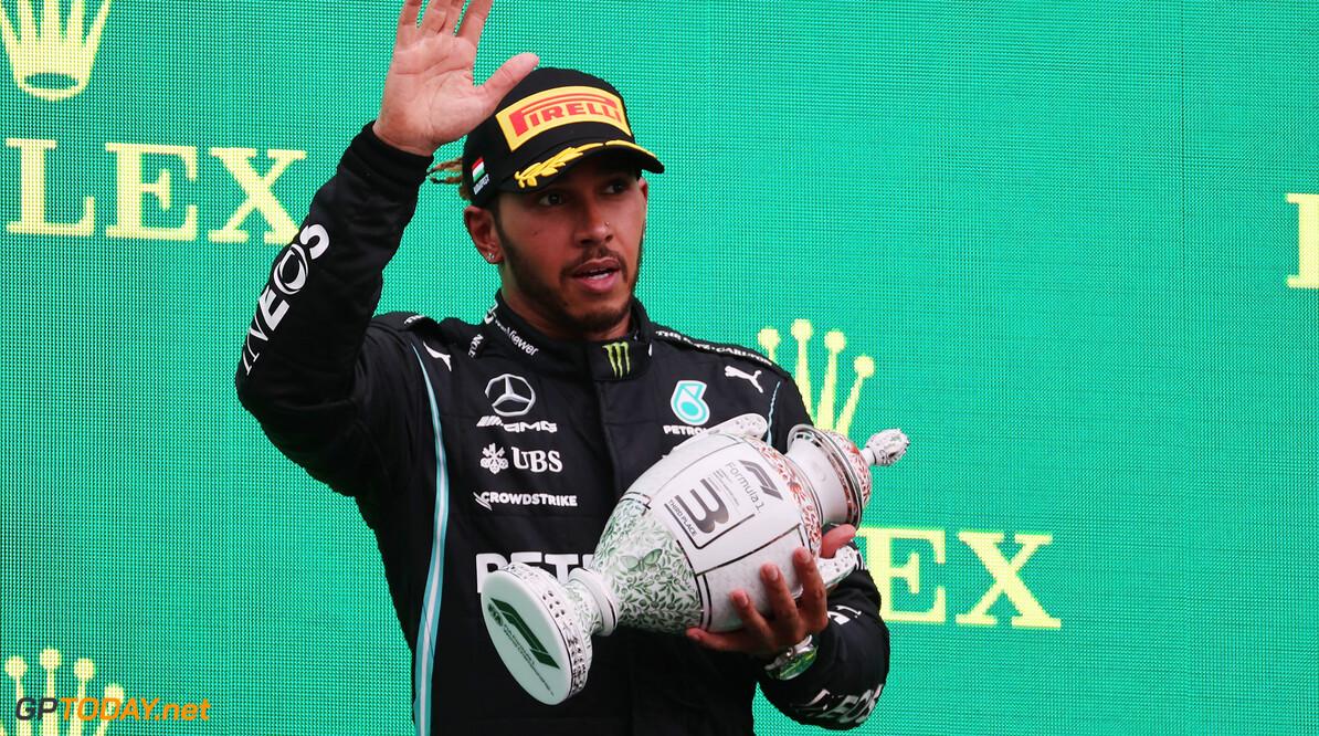 """Jeremy Clarkson hakt Lewis Hamilton finaal in de pan: """"Als je je zó gedraagt, ben je geen held"""""""