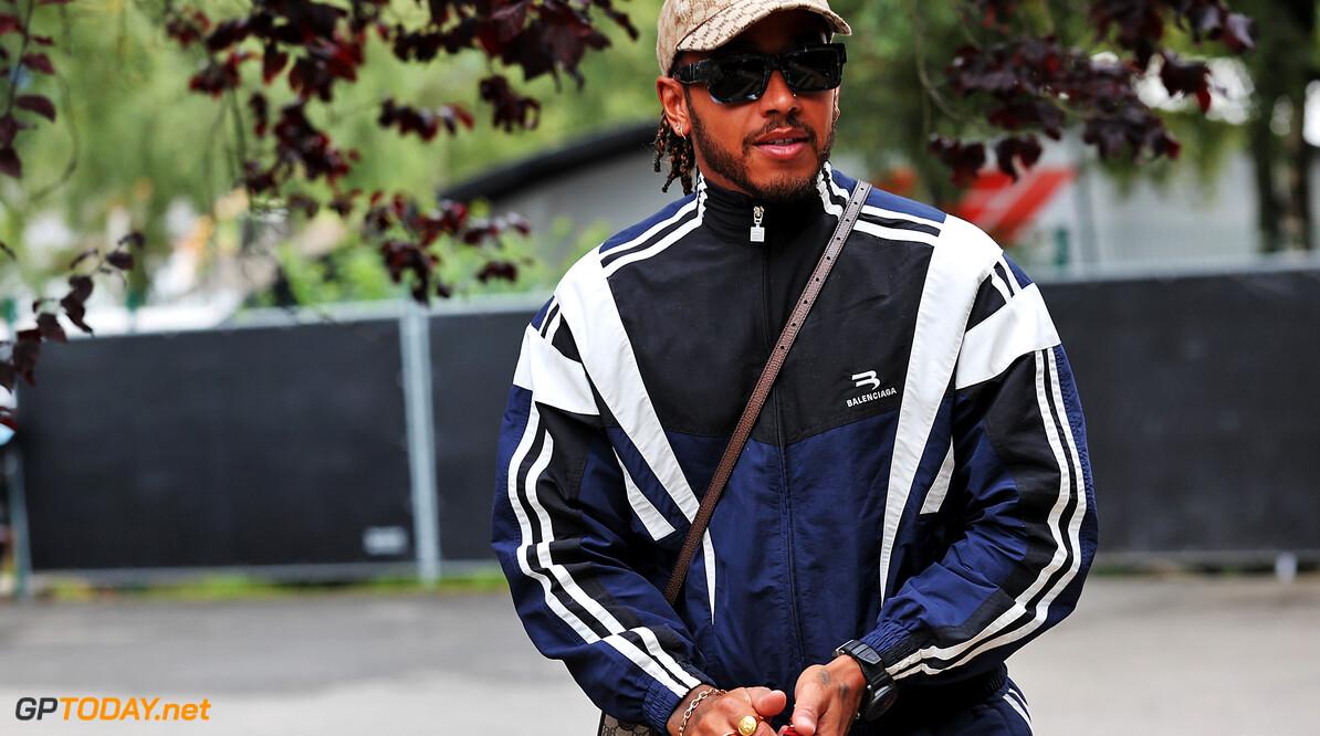 """Lewis Hamilton kijkt uit naar komst Russell: """"Hij is een perfect voorbeeld voor kinderen"""""""