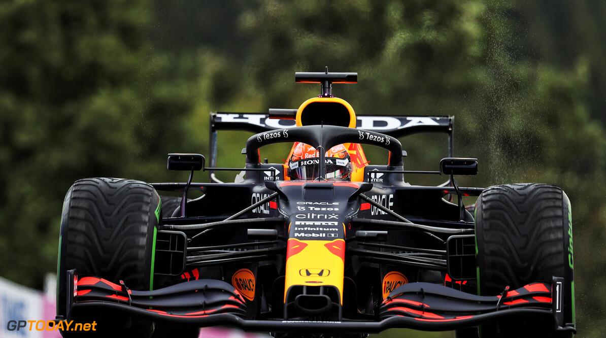 <b> Samenvatting krankzinnige F1 GP België: </b>  Max Verstappen wint  kortste 'race' ooit op drijfnat Spa-Francorchamps na uren uitstel