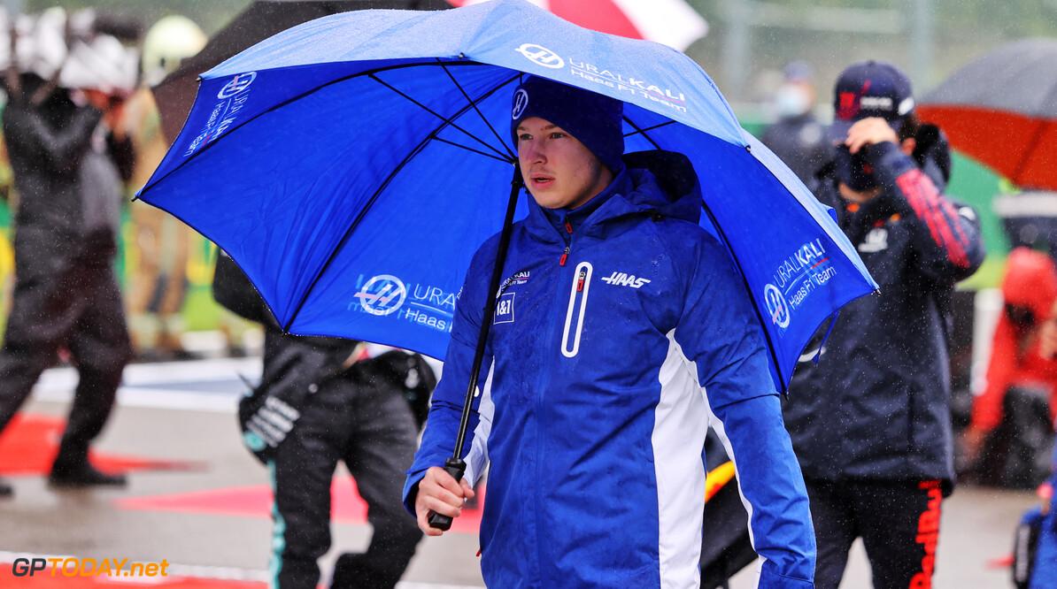 Regen legt Belgische Grand Prix plat