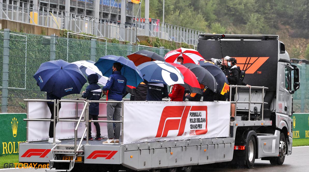<b> ZIEN: </b> Parapluparade zorgde mogelijk voor nóg meer teleurstelling bij publiek