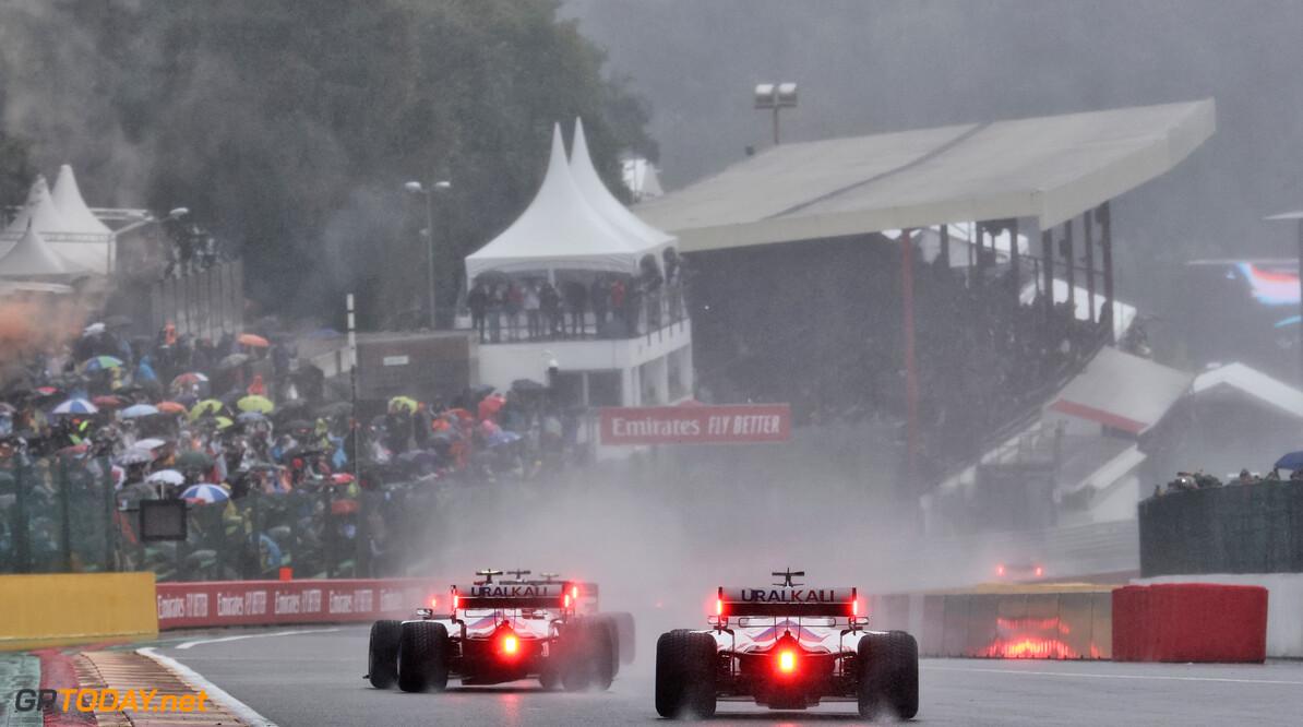 """Max Verstappen wint F1 GP België zonder ook maar één ronde te racen: """"De echte winnaars staan op tribune"""""""