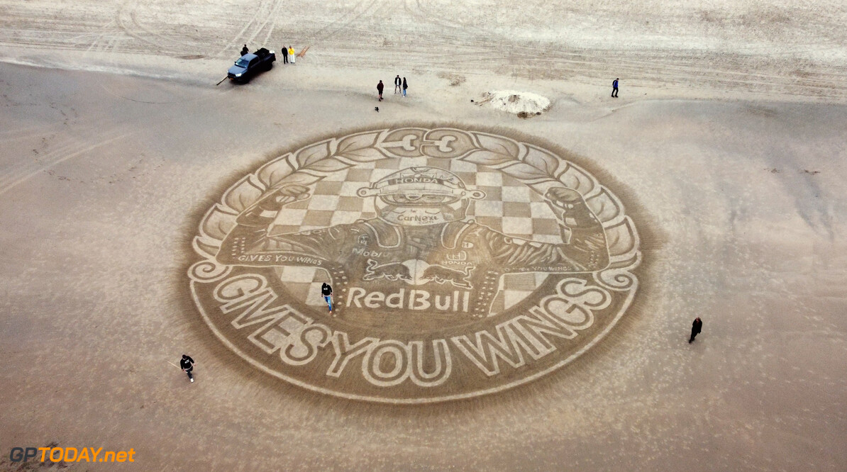 The Dutch Beach Art team creates sand art on Zandvoort aan Zee beach on September 2, 2021 // SI202109020900 // Usage for editorial use only //  Venue     SI202109020900