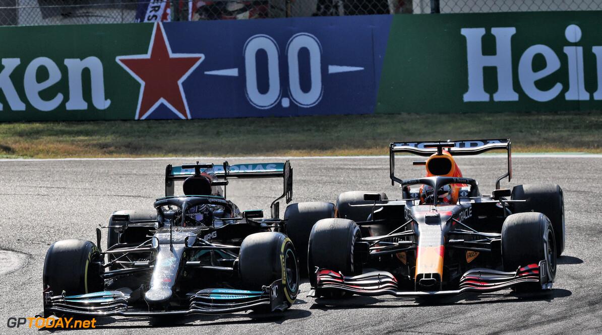 """Hamilton na crash met Max: """"Ik zat voor hem in de bocht"""""""