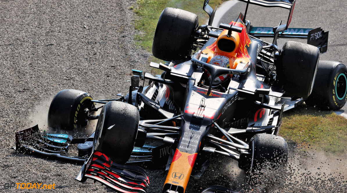<b>Video: </b>Hamilton en Verstappen crashen samen in Monza