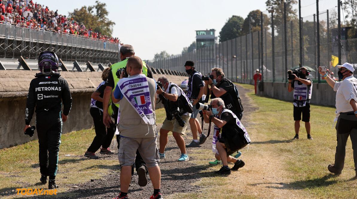 Red Bull Racing accepteert straf voor Max Verstappen na crash met Lewis Hamilton