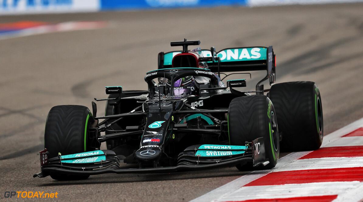 """Hamilton voorzichtig met zijn motoren: """"Behandel ze met zorg"""""""