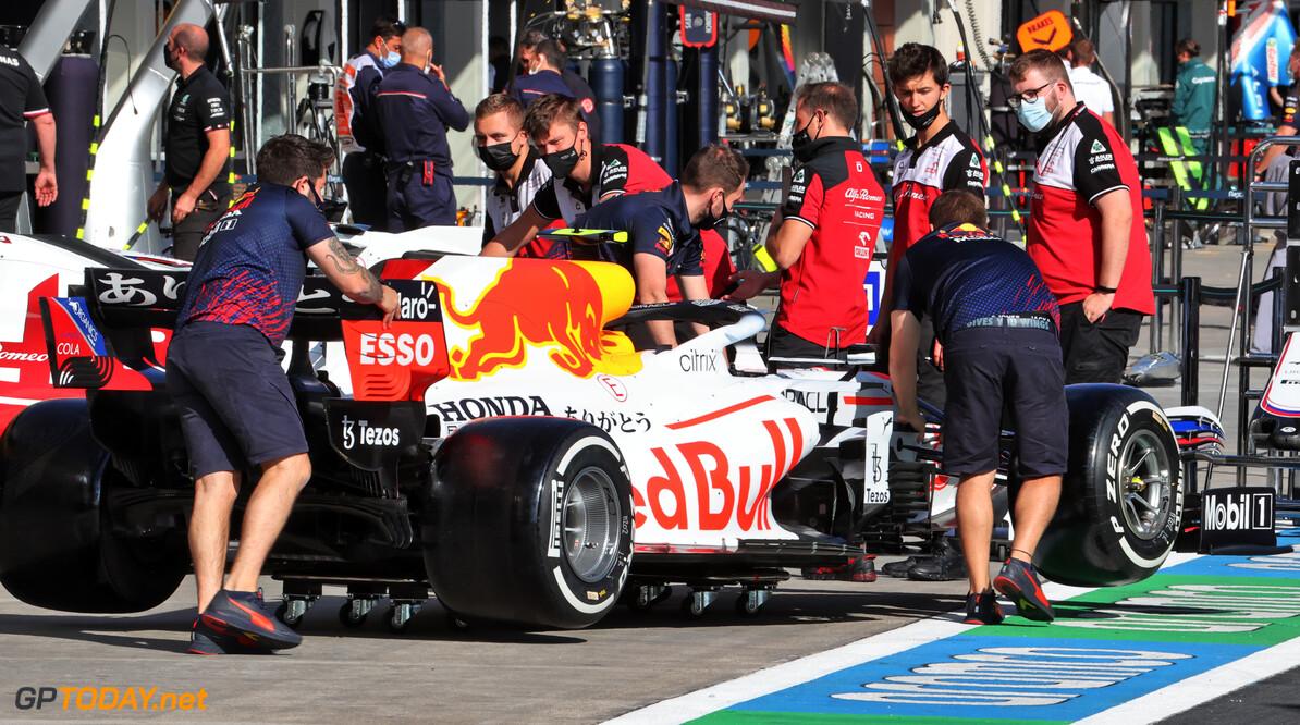 <b> Samenvatting VT1 Grand Prix van Turkije </b> Lewis Hamilton zet Max Verstappen op vier tiende achterstand in Istanbul
