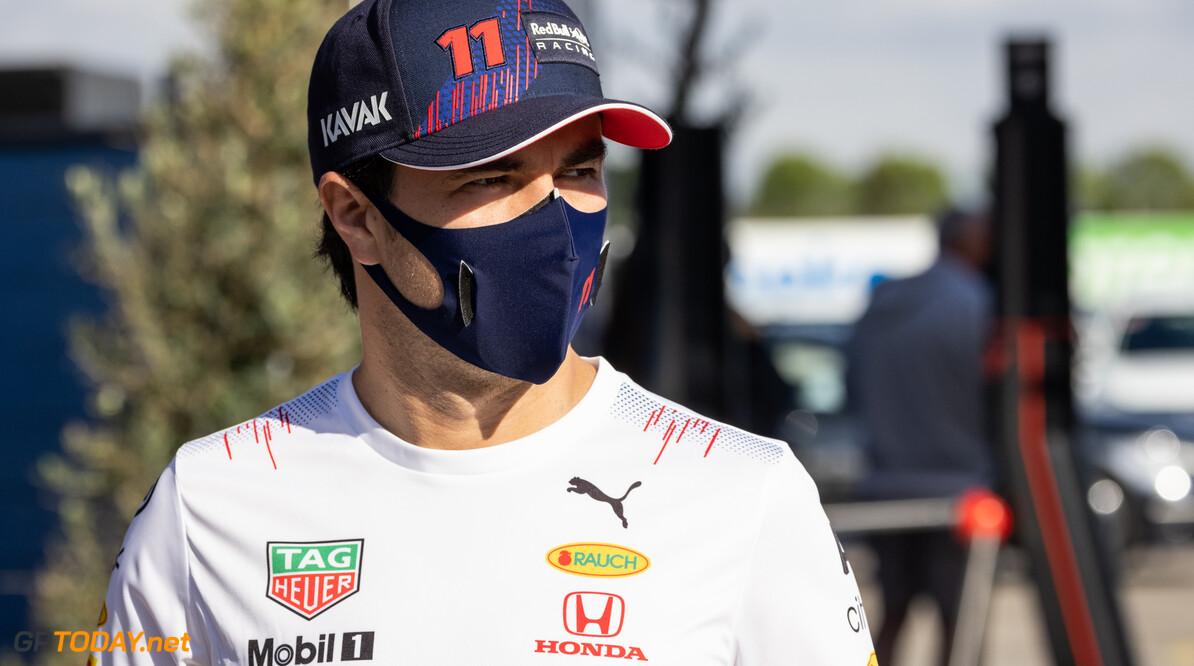 Video:  Perez maakt Amerikaans publiek vast warm voor GP met demorun