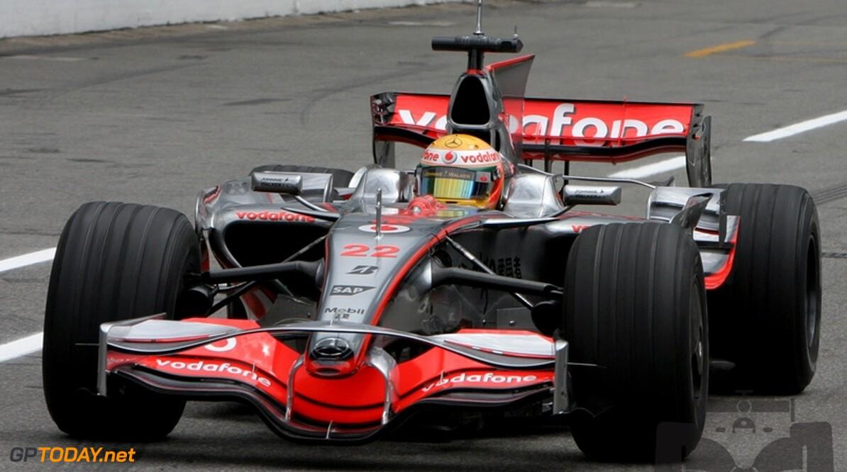 Hamilton onaangedaan door opmerkingen Alonso