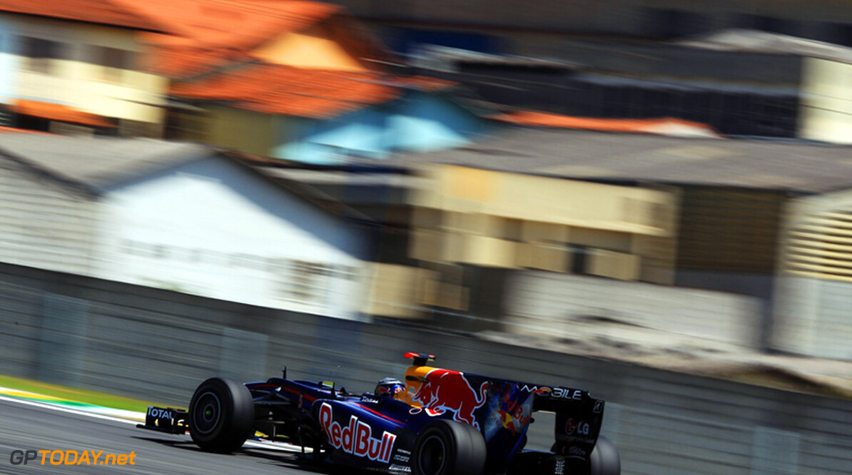 Red Bull Racing voor Abu Dhabi in zee met Du