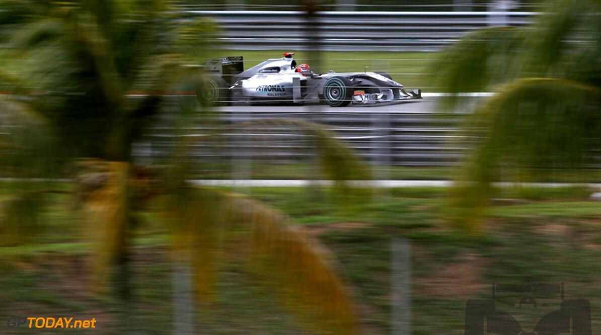 "Fry: ""Iedereen die Mercedes GP onderschat is dom bezig"""