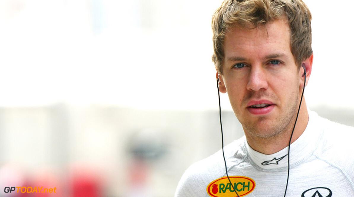 """Sebastian Vettel: """"Geen idee wat lekke band veroorzaakte"""""""