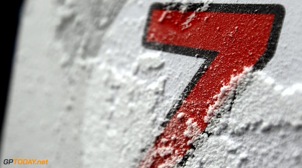 VT1: Schumacher snelst in verregende eerste training