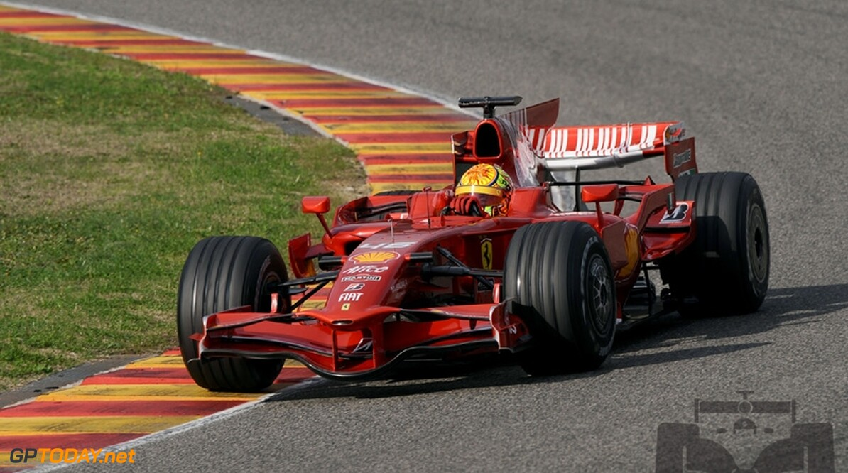 Regen verpest tweede testdag Valentino Rossi
