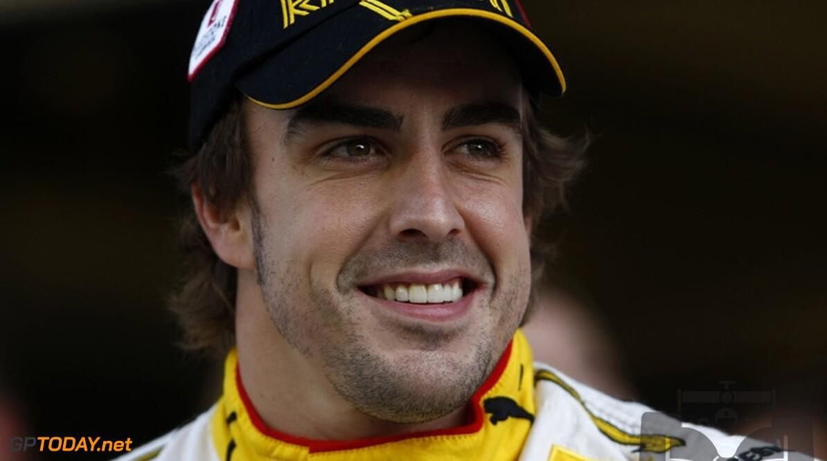 Fernando Alonso brengt eerste bezoek aan Ferrari-fabriek
