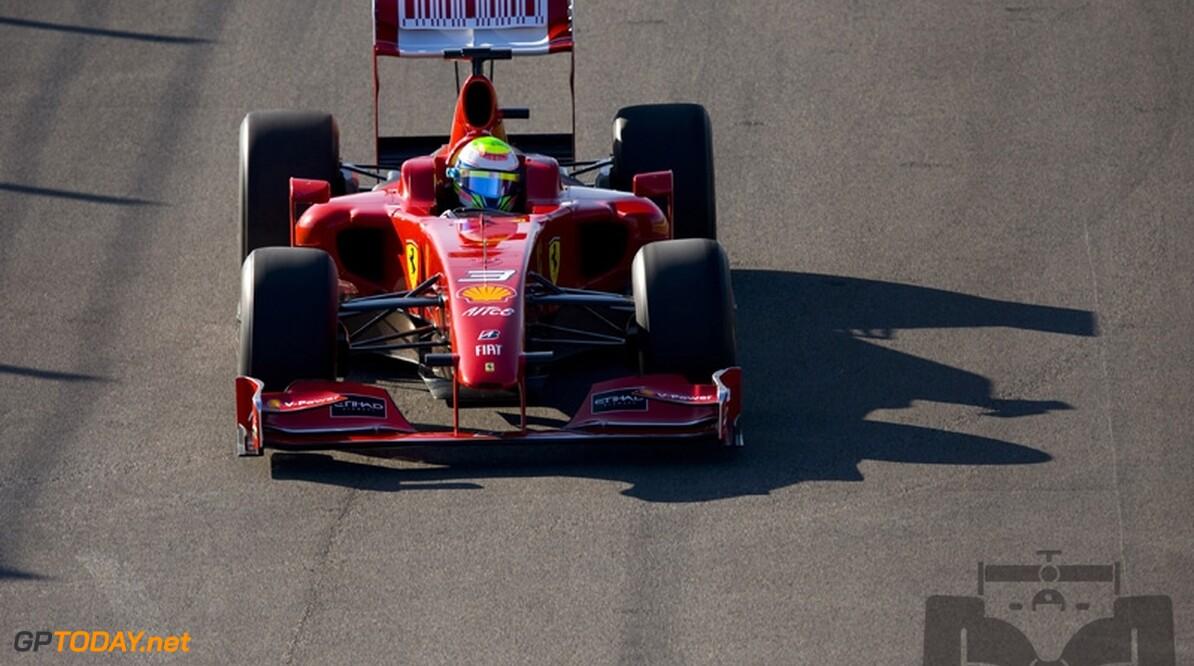 Felipe Massa stuurt Ferrari F60 over Mugello