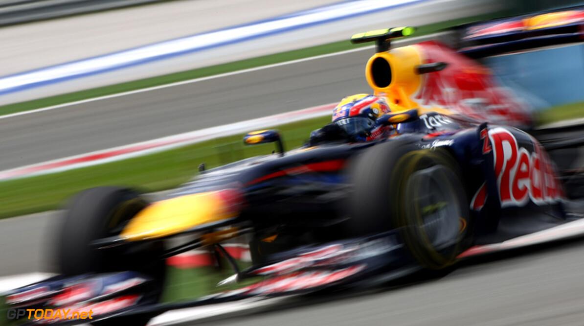 Mark Webber verslaat teammaat Vettel voor eerste pole in 2011
