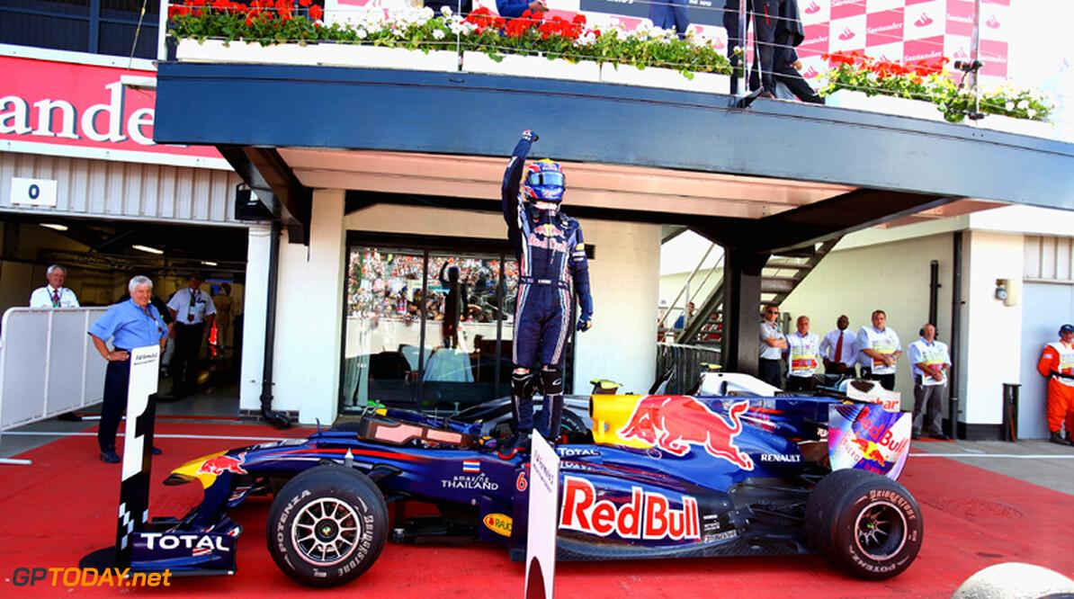 Mercedes GP-directeur bemoeit zich met situatie bij Red Bull Racing