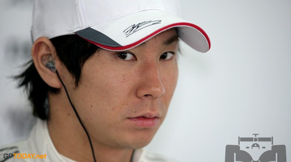 Kobayashi verslaat teamgenoot Nick Heidfeld bij diens rentree