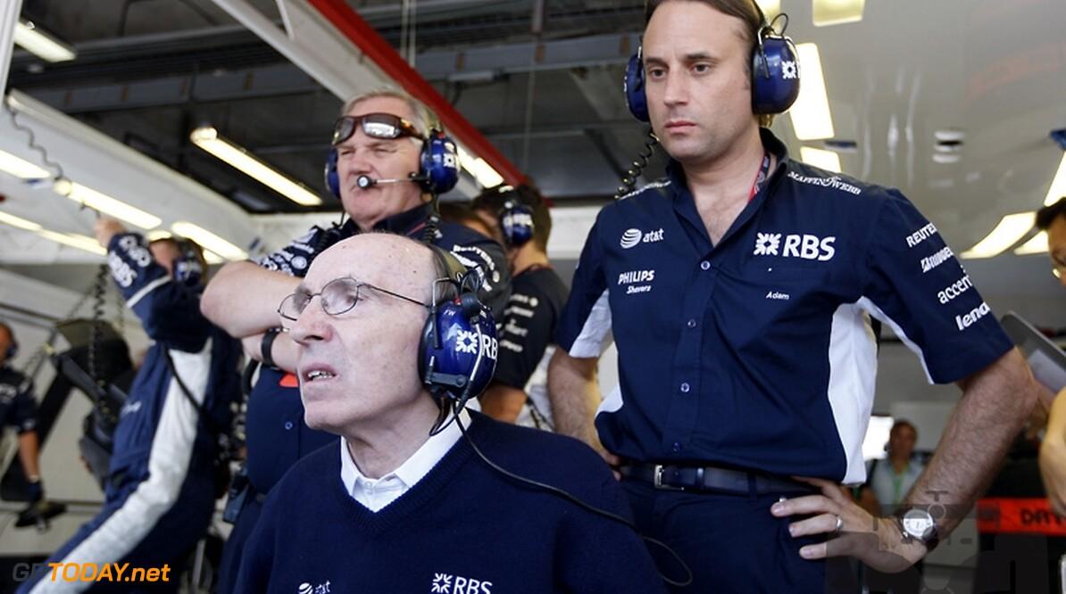 Cosworth feliciteert Frank Williams met award