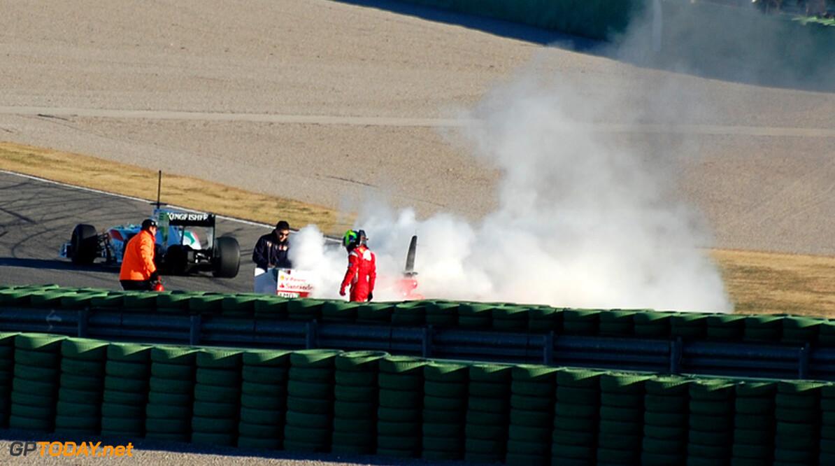 Massa eindigt eerste run in Valencia met vlammen en rook