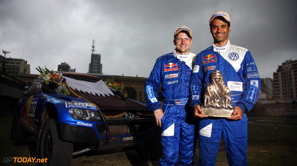 <b>Dakar:</b> Winnaars Sainz en Al-Attiyah slaan de handen ineen